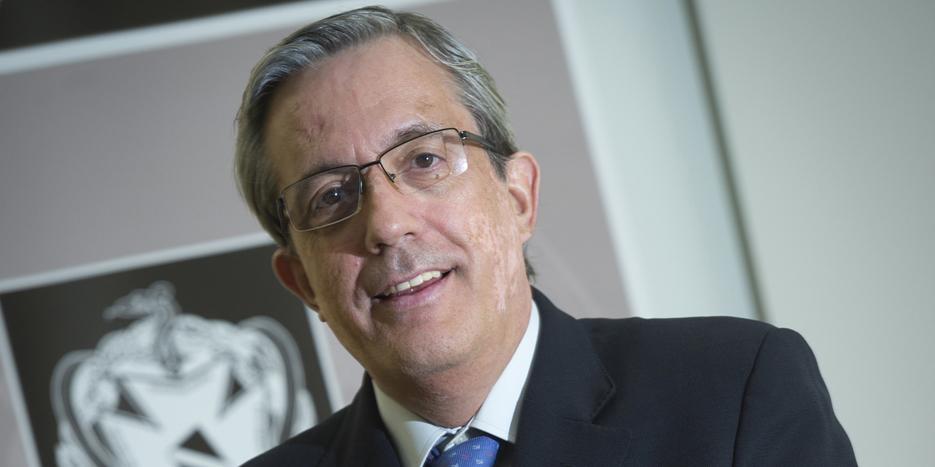 El Presidente Del Colegio De Pontevedra Y Ourense Habla En Una Entrevista Sobre La Relación Entre Alzhéimer Y Periodontitis