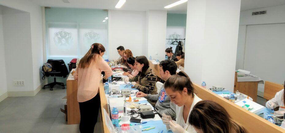 Resultado Del Sorteo Del Curso Modular Del Colegio «Estética En La Rehabilitación Dental»